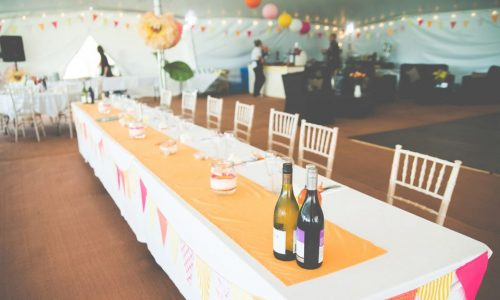 poleadion-marquee-and-head-table